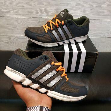 Стильные и качественные кроссовки с оранжевыми шнурками