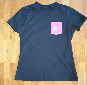 Nike majica - Srbija: Zenska majica Nike. Majica je original. Nosena najvise tri puta. Nema