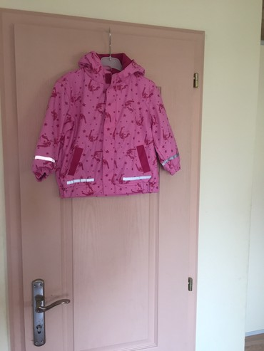 Dečije jakne i kaputi | Indija: Jakna vel.92/98 (2-3god) topla otporna na kisu i vetar. Za devojcice