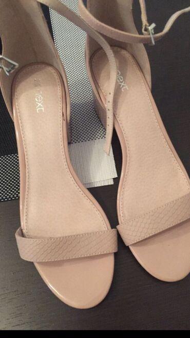 Next nove sandale, puderaste boje, kupljene u Londonu
