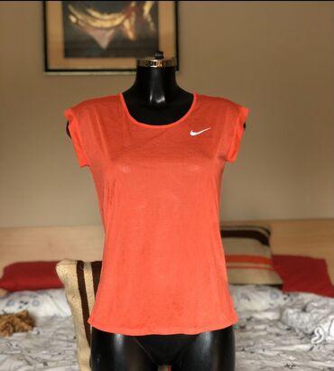 Bundu roze boje - Srbija: Nike majica za trening. Original. Velicina M