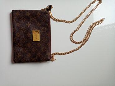 Sport i rekreacija - Kikinda: Louis Vuitton torbica, može i kao novcanik kada se skine lanac, ima