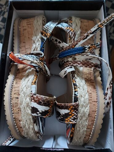 Nove sandale Br. 37