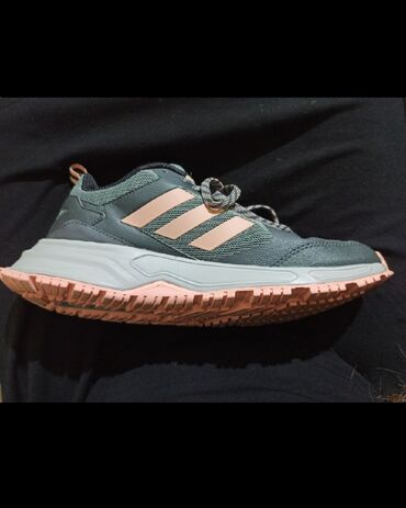 Adidas - Ελλαδα: Αθλητικά γυναικεία adidas 40 νούμερο φορεμένο 2 φορές είναι 41 αλλά