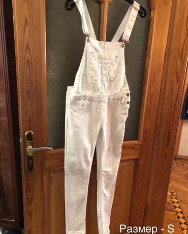 брюки джинсы комбинезоны в Азербайджан: Джинсовый белый комбинезон