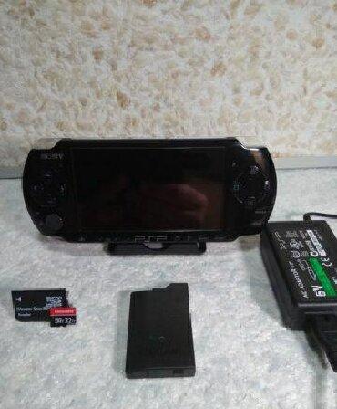 PSP (Sony PlayStation Portable) в Кыргызстан: Продаю псп, psp, прошитая, флешка 32гб, полностью забита играми!