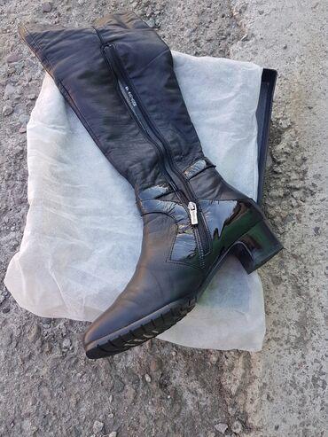 детские шапки с помпонами из натурального меха в Кыргызстан: Обувь 39 размера. Подойдет на стройную ножку. Туфли и сабо Сапоги