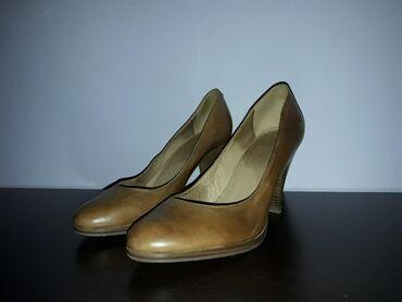 Ženska obuća   Srbija: Kožne stiklekao nove.Nosene par puta bez ostecenja