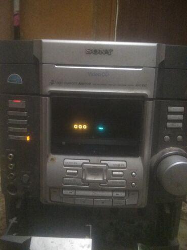Электроника - Бактуу-Долоноту: Продаётся усилитель 3в1 диск,кассета,аукс.Цена 3500 реальным могу