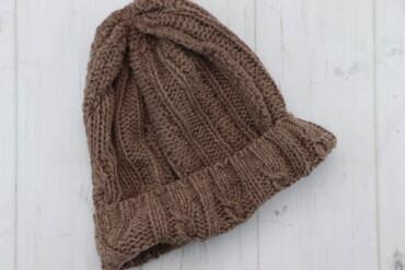Жіноча в'язана шапка    Довжина: 29 см Ширина: 25 см  Стан: дуже гарни