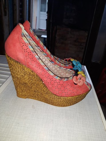 Carape sa prstima - Srbija: Sandale sa otvorenim prstima, 2 puta nošene samo, kao nove su. Broj 37