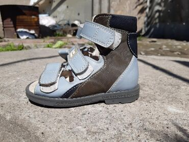 Детская обувь в Кыргызстан: Продаю ортопедическую детскую обувь. Почти новая размер 21