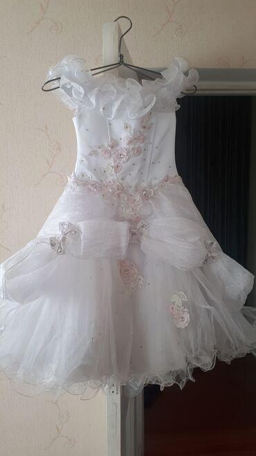 вечерние платья со шлейфом в Кыргызстан: Очень красивое платье на 7-10 лет. Сзади со шлейфом