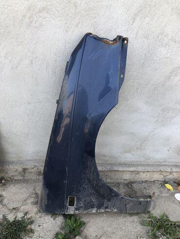 запчасти на volkswagen passat b3 в Кыргызстан: Продаю правое крыло на Volkswagen Passat B3 (требуется ремонт)