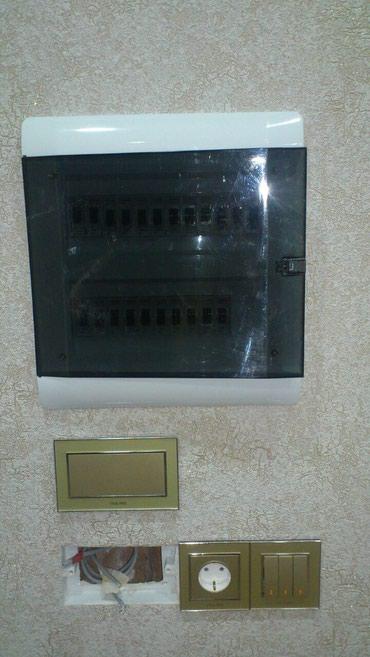 Bakı şəhərində Elektrik ustasi.Yeni tikilən binalarda mənzillərin elektrik