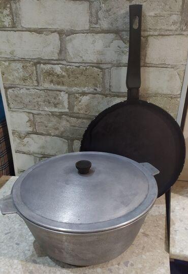 Кухонные принадлежности в Токмак: Казан чугунный 5л состояние отличное