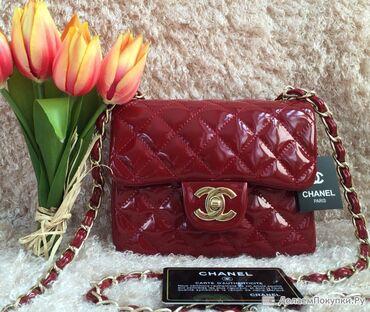 В НАЛИЧИИ   Красная лакированная Chanel Mini Flap  Расцветка - красна