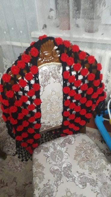 Красивые вязанные шали, платки. Высоко в Бишкек