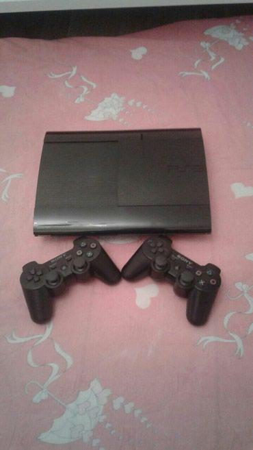 Bakı şəhərində Playstation 3 Super Slim modeli...Evde istifade olunub..Teze kimidi..E