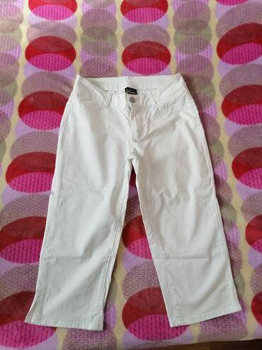 Pantalone cm - Srbija: Bele 3/4 pantalone. Idealne za leto, ističe pamucne, udobne i veoma