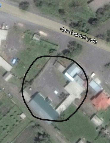 Zaqatala şəhərində Zaqatala-Qax yolunun kenarinda sahesi 400  kv.m olan obyekt satilir