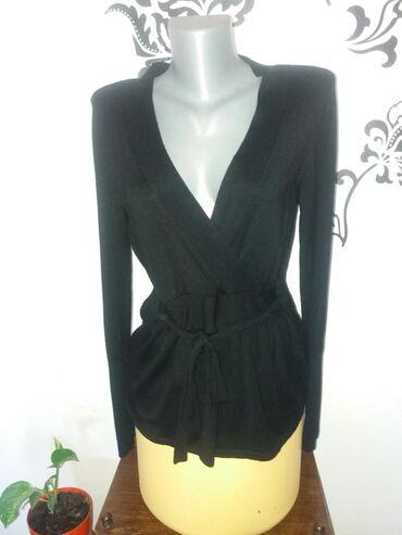 Ženska odeća | Mladenovac: Klasičan model tanjeg džempera. Vrlo prijatan. Veličina M ali može i