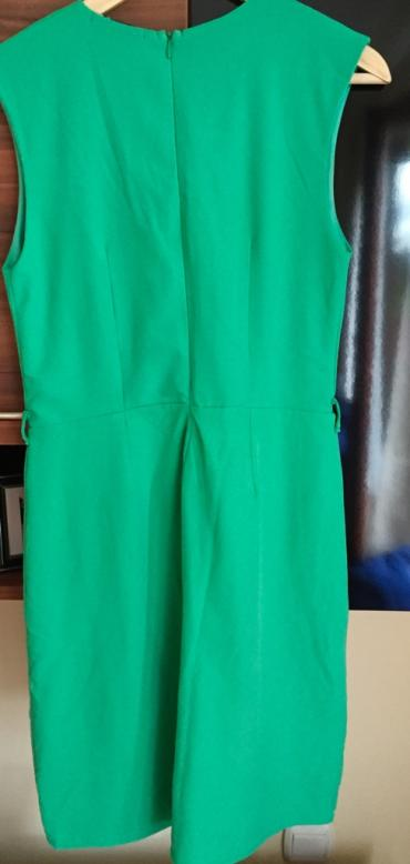 Haljina je zelene boje, prelepo stoj, prekriva višak a ističe - Zajecar