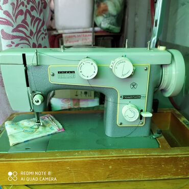shvejnuju mashinku podolsk 142 s tumboj в Кыргызстан: Продаю швейную машинку Подольск 142