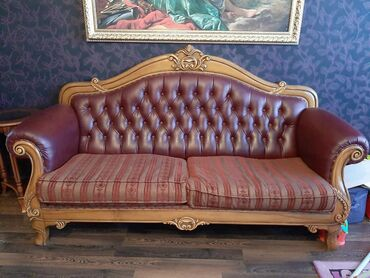 Шикарный диван.Натуральное дерево+кожа.Использовали 3-4