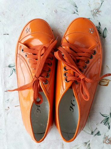 Cipele zenske differente. br.39,gaziste 25 cm - Nis