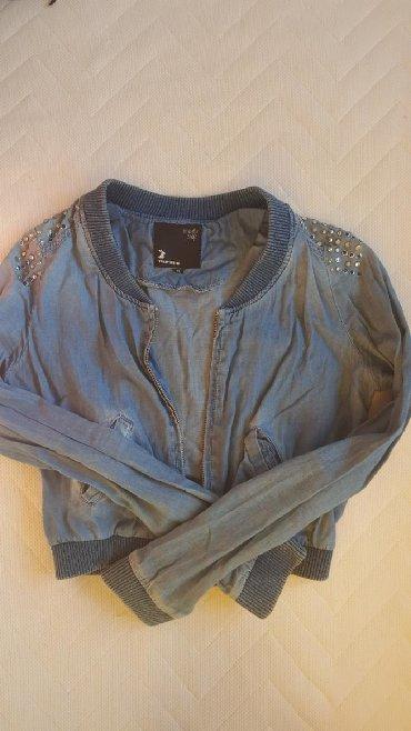 Hm-tanka-jaknica-puder-roza-s - Srbija: Plava teksas tanka jaknica. nosena ali ocuvana. vel. xs.s