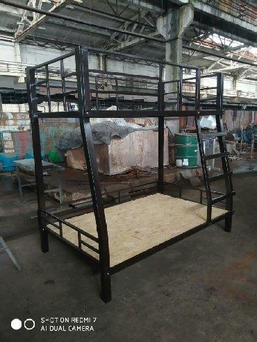 Другие кровати - Кыргызстан: Продаю 2х ярусную кровать. Длина 200 ширина сверху 110 ширина снизу