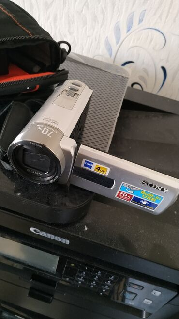 Зарядные устройства для телефонов lenovo - Кыргызстан: Видеокамер sony handycam. Дисплей откидной сенсорный, вращается. 4гб