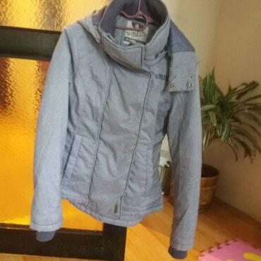 Zimska jakna u super stanju. Malo nosena, nema ostecenja. Kao nova je