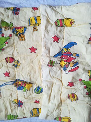 Kućni dekor - Vranje: Jorgan za dečiji krevetac dimenzije 93x67 cm, korišćen ali u dobrom
