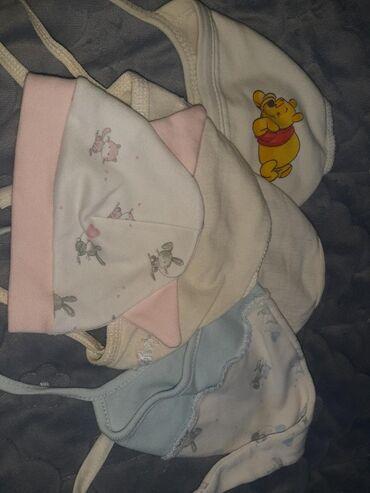 Шапочки на новорожденого 5 шт Покупали дороже.Одеты по 1,2 раза