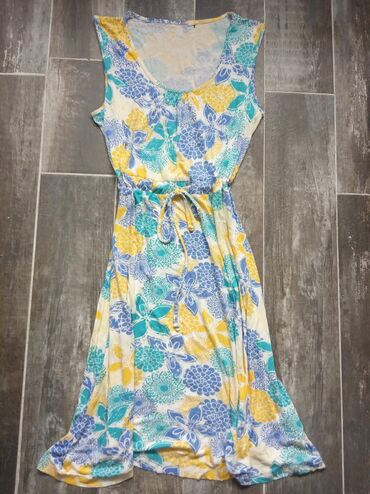 Haljine | Novi Banovci: Lepa letnja haljinica, velicine s,m. I'ma elastina,dosta se rasteze