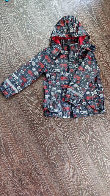 Очень классная куртка-дождевик на х/б подкладе от немецкого бренда