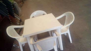 Дом и сад в Лиман: Plastik masa ve oturacaq desti