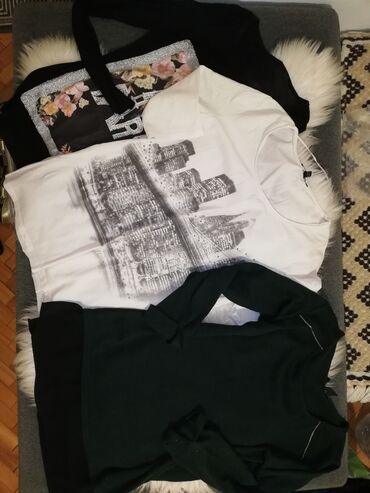 Majica sl - Srbija: 3 majice S/M cena za sve tri 700 dinara. Ocuvane. Lično preuzimanje