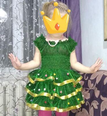 Продам новогодний костюм ёлочки на девочку 4-6 лет. В районе животика