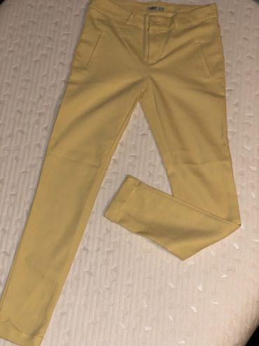Pantalone-nisu-italiji - Srbija: Žute pantalone, S vel. Nove, nisu nošene, bez oštećenja. Cena 900din