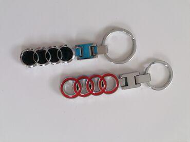 Privezak za kljuceve AUDI CRNI I CRVENI