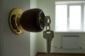 продаю  2-х комнатную квартиру 104 серии в 7микрорайоне на 1-ом этаже  в Бишкек