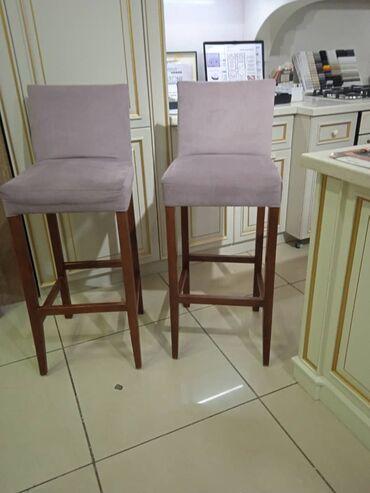 Продаем 2 барных стула,новые,на одном есть небольшое пятно, можно