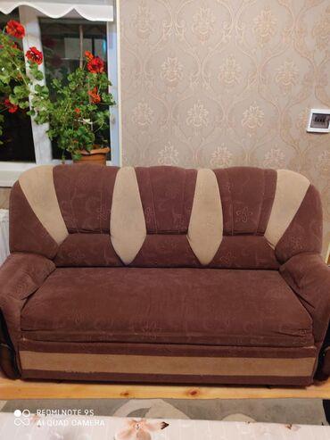 Divan kreslo normal vəziyyətdə divan açılır üstünün ortuyu də verilir