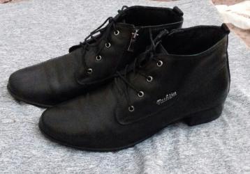 jubku 40 razmer в Кыргызстан: Ботинки кожаные, почти новые! В идеальном состоянии. Покупали в Lion