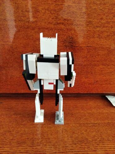 Робот из лего