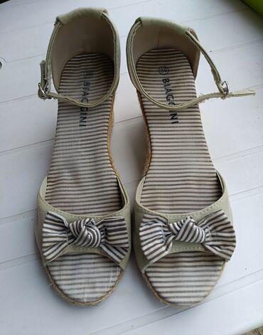 Posao u inostranstvu - Srbija: Biaggini izuzetno udobne sandale broj 39 povisena peta.  U dobrom su