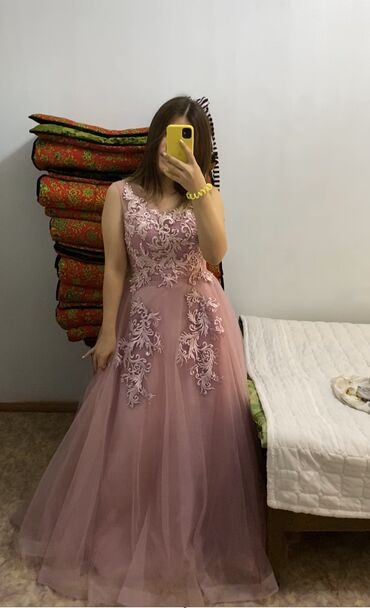 работа-в-дубае-для-кыргызстанцев в Кыргызстан: Продаётся новое, красивое платье ! Узоры ручная работа. Сзади корсет